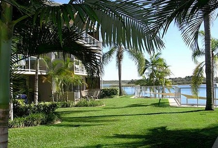 Noosa Shores Resort Logo and Images