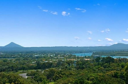 Noosa Hill Resort Logo and Images
