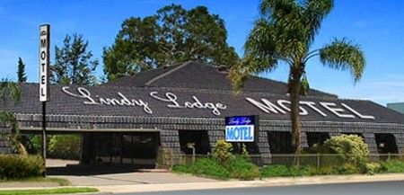 Lindy Lodge Motel And Function Centre Logo and Images