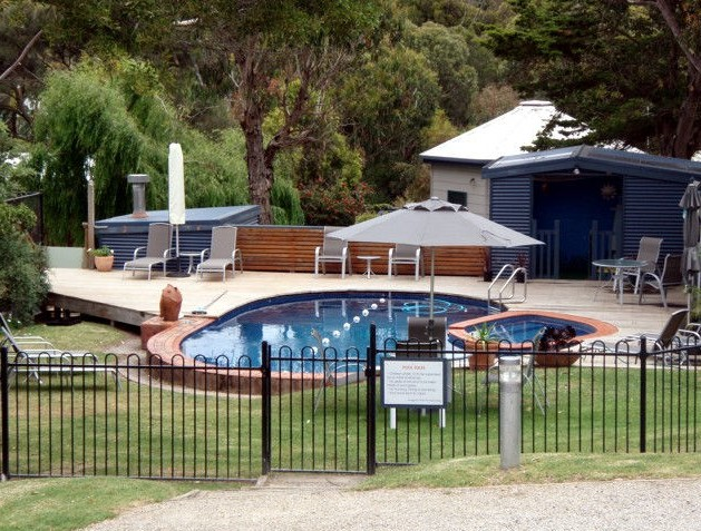 Aireys Inlet Getaway Logo and Images