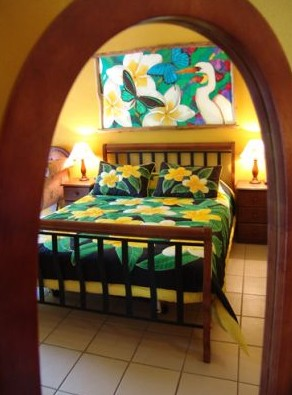 Airlie Beach Myaura Bed and Breakfast Logo and Images