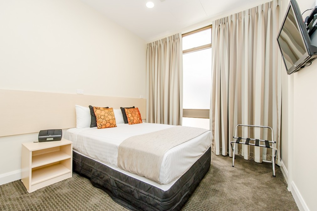 Belconnen Way Motel and Serviced Apartments Logo and Images