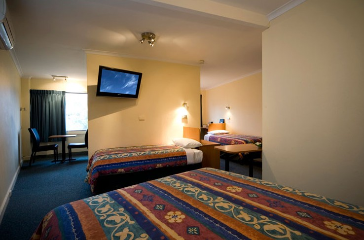 Best Western Motel Monaro Logo and Images
