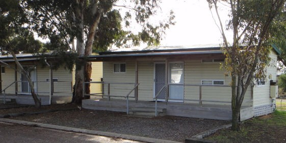 Long Island Caravan Park Cabins Are Set On The River Murray Adjacent To The Long  Island Marina With Access To The River For Fishing, Skiing And Canoeing.