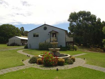 The Old Oak Bed and Breakfast - The Shearing Quarters Logo and Images