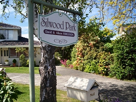 Silwood Park Holiday Unit Logo and Images