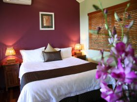 Maleny Views Cottage Resort Logo and Images