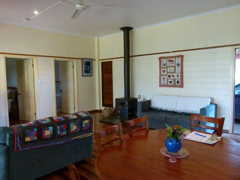 Bushland Cottages and Lodge Logo and Images