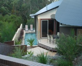 Hyams Beach Bungalows Logo and Images