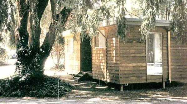 Castlemaine Central Cabin & Van Park Logo and Images