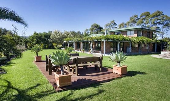 Banksia Garden Retreat Logo and Images