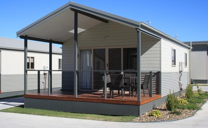 Bowlo Holiday Cabins Logo and Images