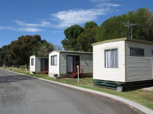 Leeton Caravan Park Logo and Images