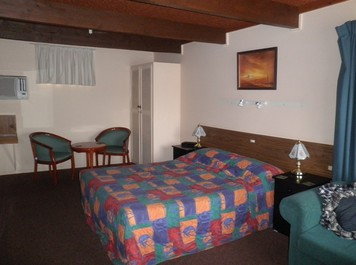 Bingara Fossickers Way Motel Logo and Images