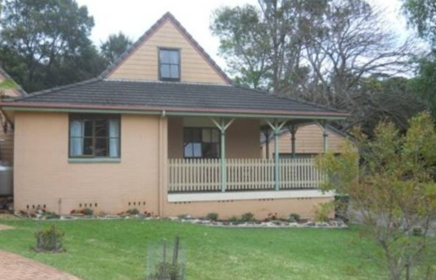 Carinya Cottage Holiday House in Gerringong - near Kiama Logo and Images
