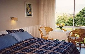 Bed and Views Kiama Logo and Images