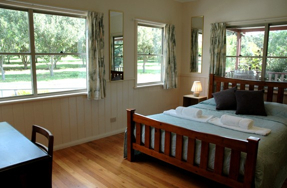 Carrs Hunter Valley Macadamia Farm Guest House Logo and Images