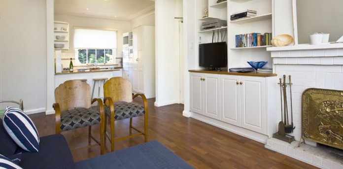 Balmoral Beachfront Apartment Logo and Images