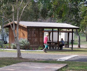 Eidsvold Caravan Park Logo and Images