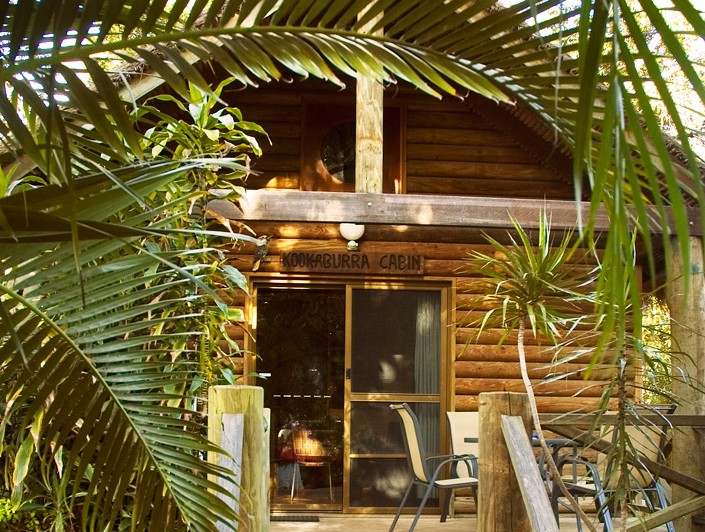Straddie Bungalows Logo and Images
