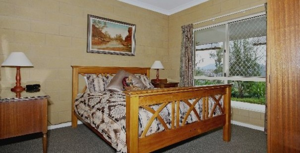 Bed and Breakfast at Wallaby Ridge Logo and Images