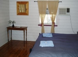 Cunnamulla Cottage Accommodation Logo and Images