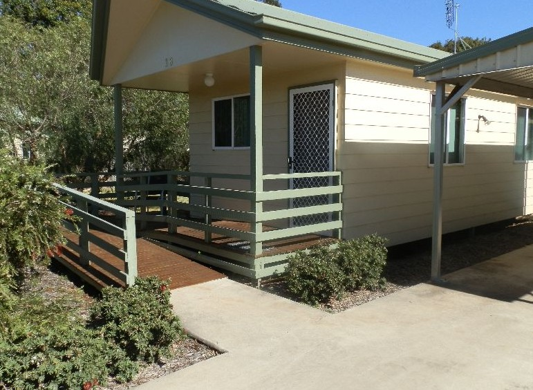 Peppertree Cabins Kingaroy Logo and Images