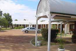 Landsborough Lodge Motel Logo and Images
