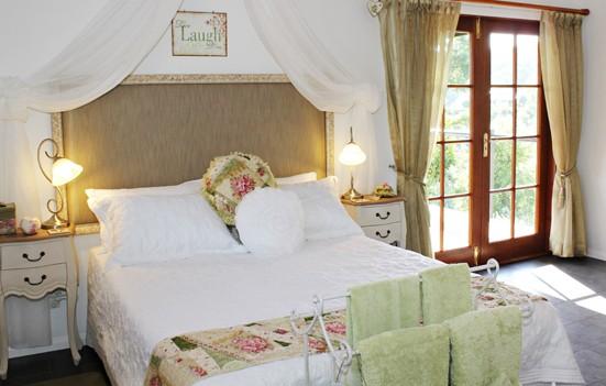 Allara Homestead Bed & Breakfast Logo and Images