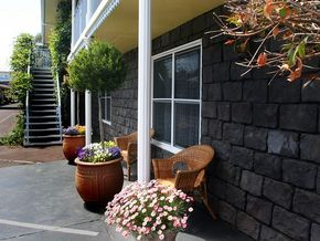 Central Motel Port Fairy Logo and Images