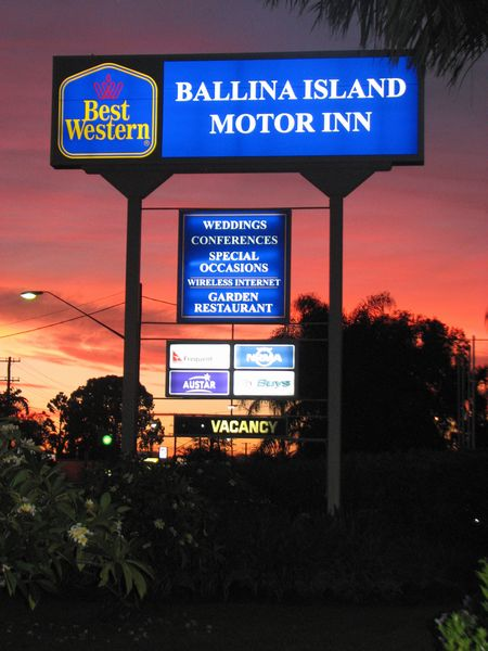 Ballina Island Motor Inn Logo and Images