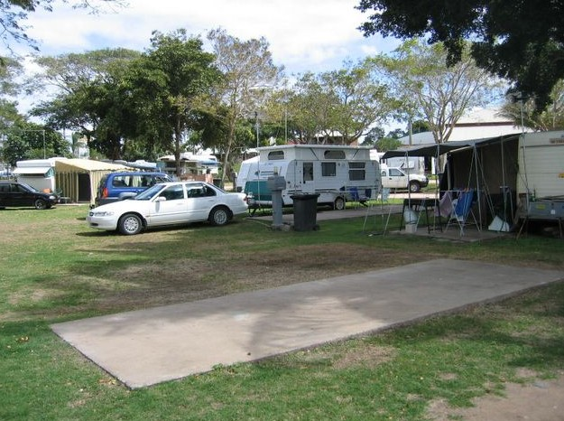 Burdekin Cascades Caravan Park Logo and Images