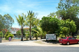 Mareeba Country Caravan Park Logo and Images