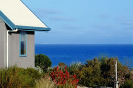 Bear Gully Coastal Cottages Logo and Images