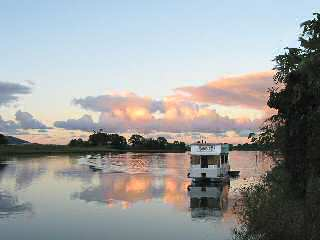 Tweed River Houseboats Image