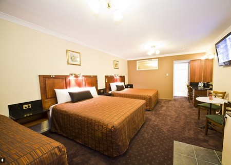 Comfort Inn And Suites Georgian Albury Logo and Images