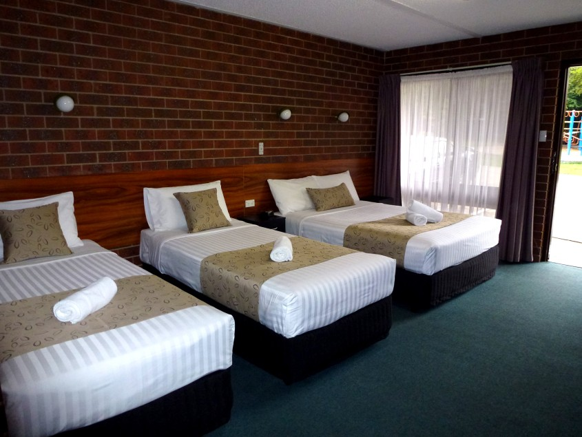Healesville Motor Inn Logo and Images