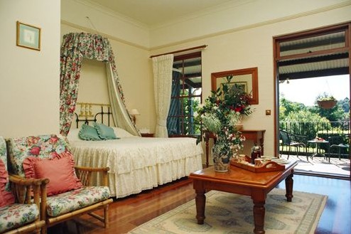 Montville Provencal Boutique Hotel Logo and Images