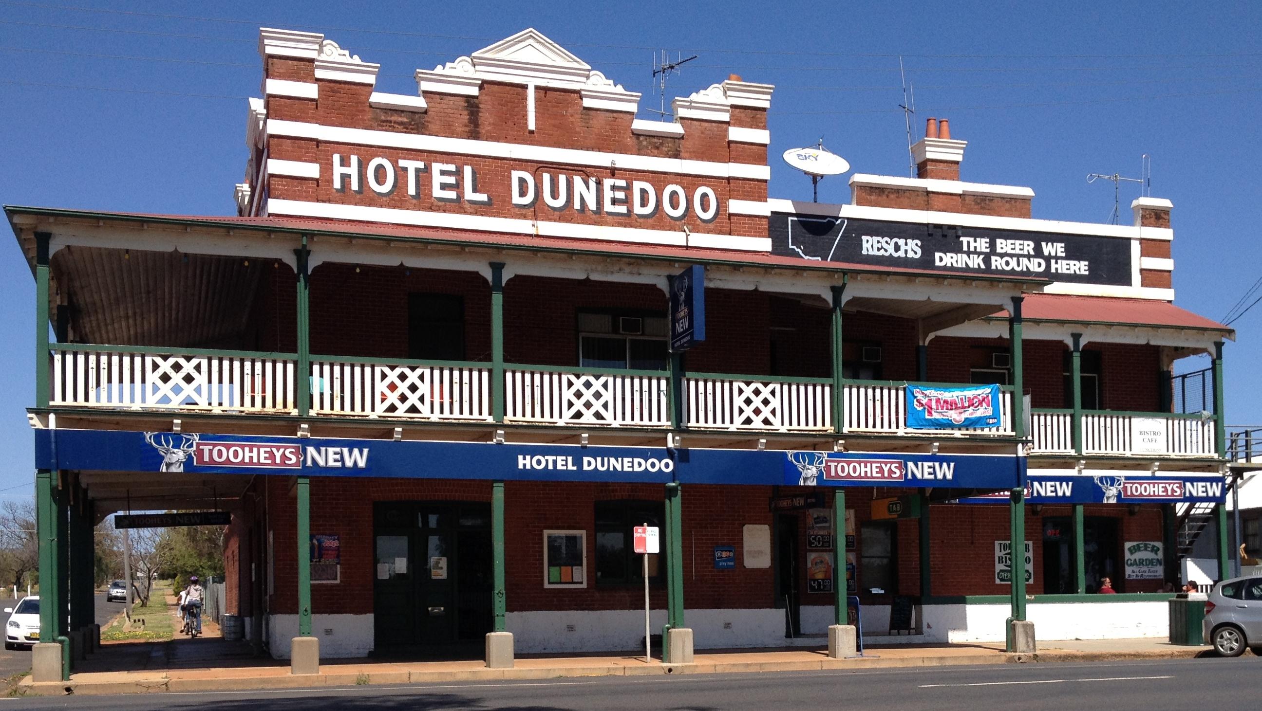 Dunedoo Hotel Logo and Images