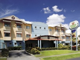 Cairns Queens Court Accommodation Logo and Images