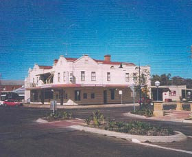 Namoi Hotel Motel Logo and Images