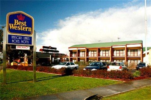 Taylors Lakes Hotel Logo and Images