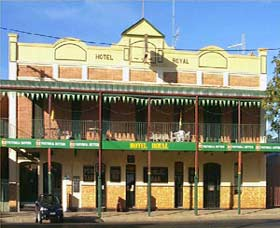 Royal Hotel Coonabarabran Logo and Images