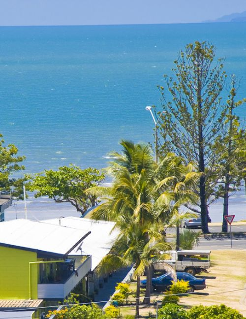 Surfside Motel - Yeppoon Logo and Images