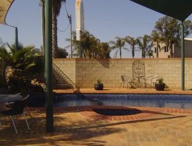 Mulwala Paradise Palms Motel Logo and Images