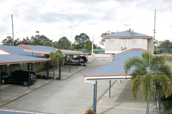 Browns Plains Motor Inn Logo and Images