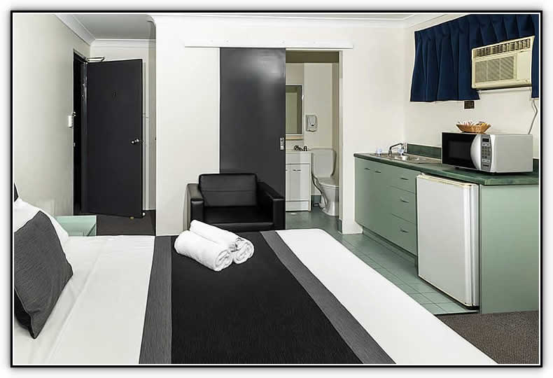 Chermside Court Motel Logo and Images