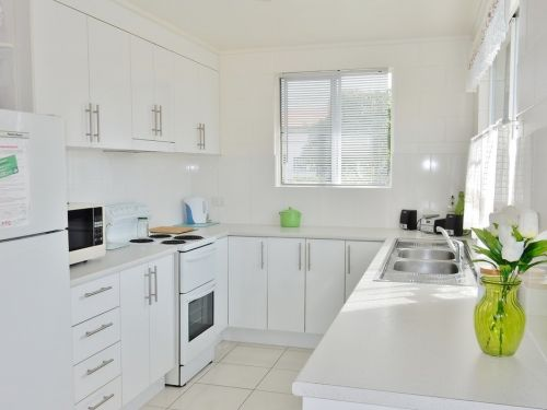 Lucinda Holiday Rentals  Logo and Images