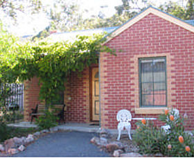 Heatherlie Cottages Halls Gap Logo and Images