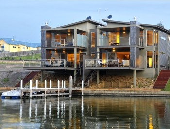 Gippsland Lakes Escapes Logo and Images